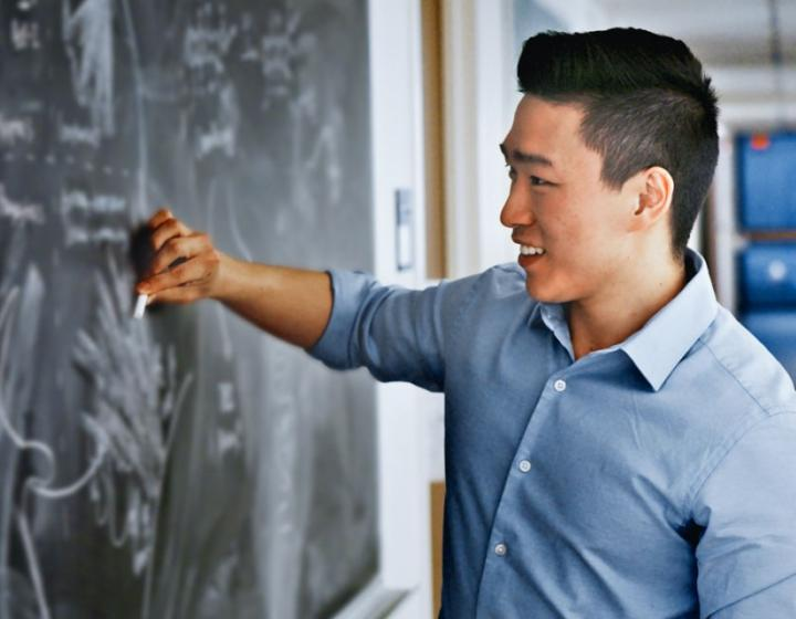 Brian Lee '20 at work in a classroom.